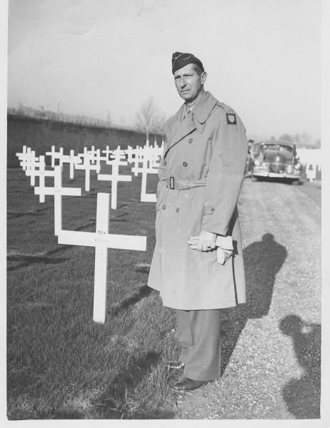 General Clark visits the grave of Maj. Walker